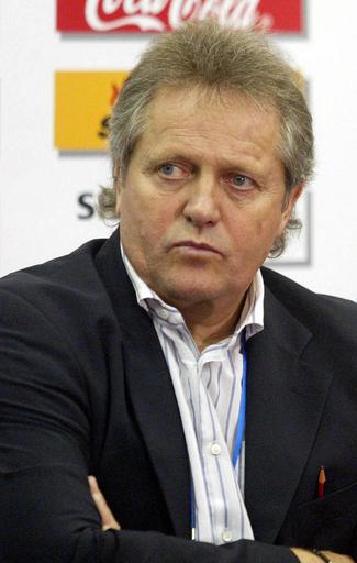 <サッカー>カメルーン・サッカー協会 代表監督を契約違反としFIFAに告訴 - カメルーン