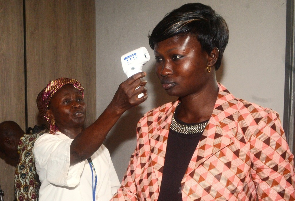 西アフリカのエボラ出血熱、複数の国際組織が緊急対応