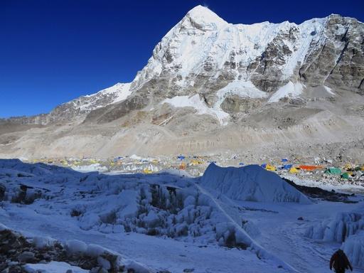 インドの13歳少女、エベレストに女性最年少で登頂