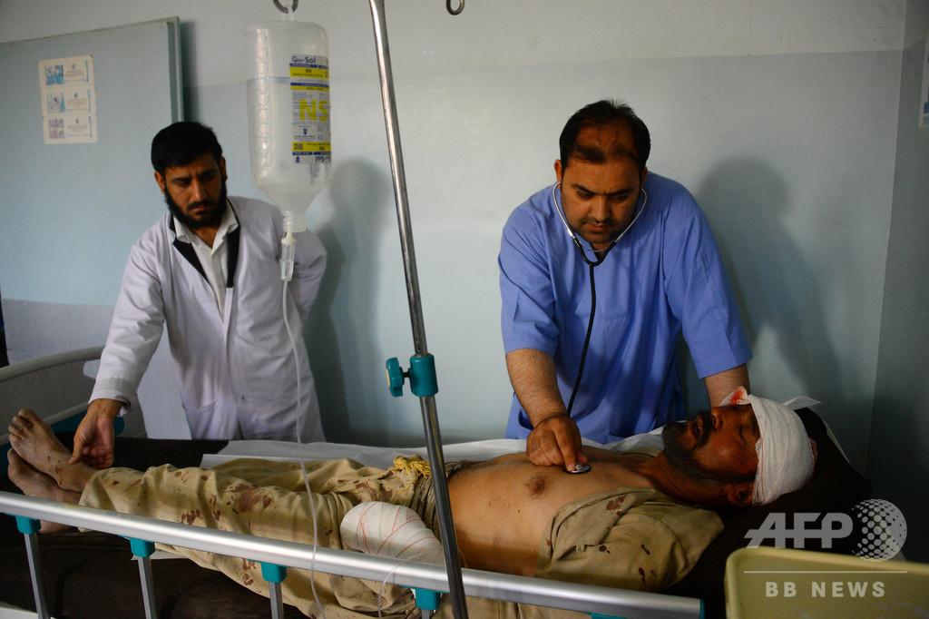 アフガン政府庁舎襲撃、死者15人 西部ではバス爆破で11人死亡