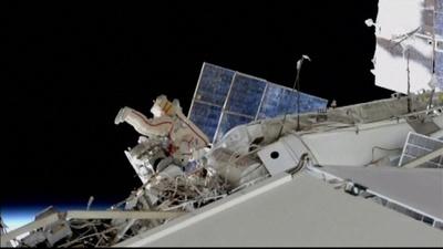 動画:宇宙船ソユーズの「謎の穴」調査、船外活動を実施 ロシア