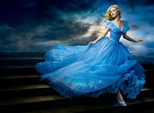 豪華キャスト、魔法のドレスなど見どころいっぱい、実写版映画