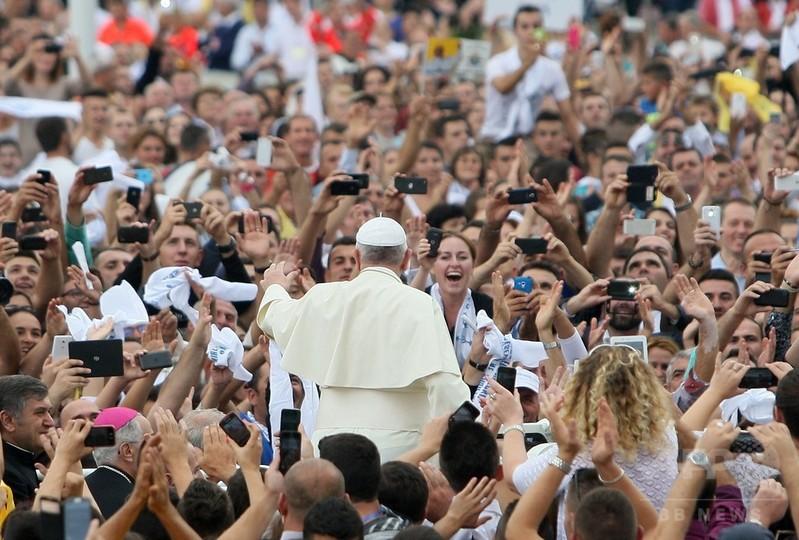 宗教は暴力を正当化せず、法王が批判 イスラム過激派念頭か