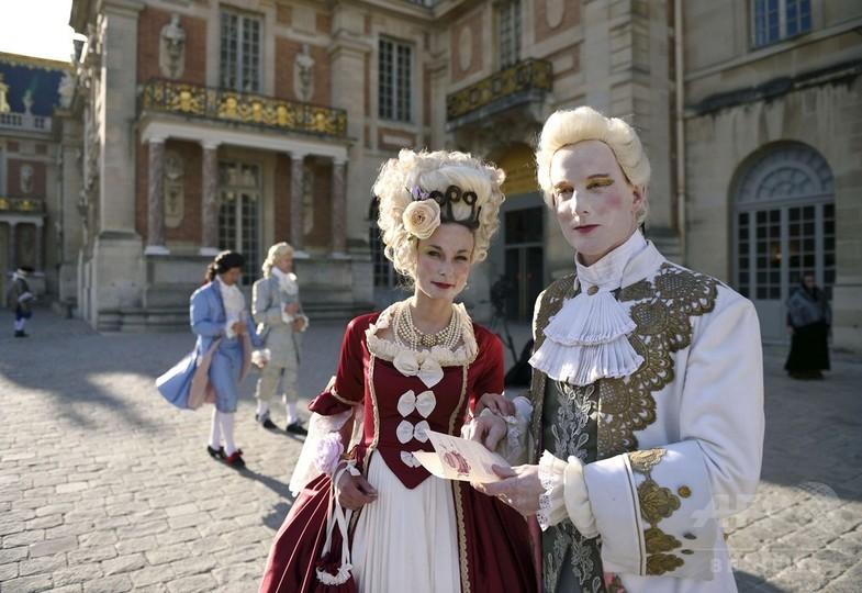 17世紀の衣装に身を包みヴェルサ...