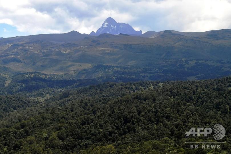 アフリカ2番目の高さ誇る世界遺産のケニア山、森林火災で800平方キロ焼失