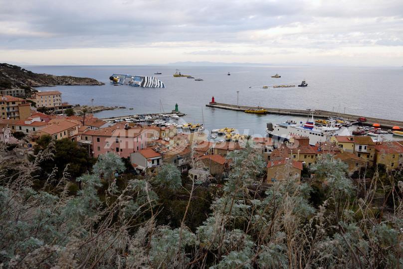 イタリア・クルーズ船座礁、島への「ごあいさつ」が原因か