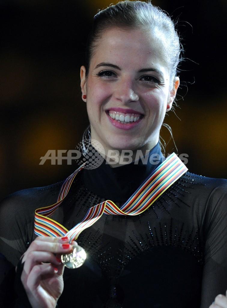 コストナーが逆転で女子シングル連覇、フィギュア欧州選手権