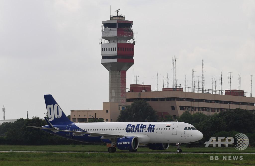 インド機乗客、出口扉をトイレのドアと勘違い 機内パニックに