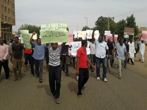 抗議デモ犠牲者の写真はデマ、スーダン政府
