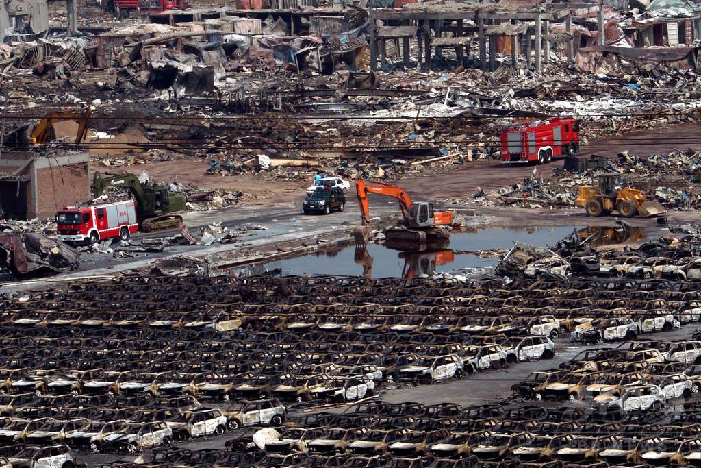 中国・天津爆発事故現場に雨、広がる汚染への不安