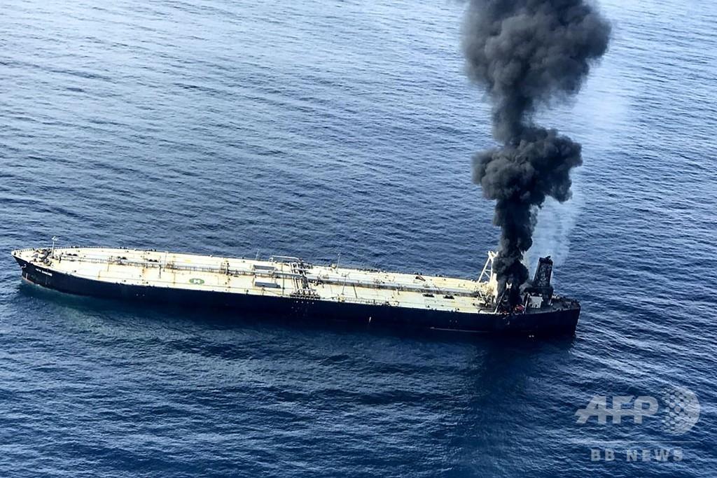 スリランカ沖でタンカー火災 軍艦が消火支援