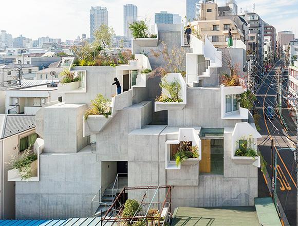 ここは空中庭園 美意識が鍛えられる画廊オーナーのツリーハウス/クルマと暮らす27