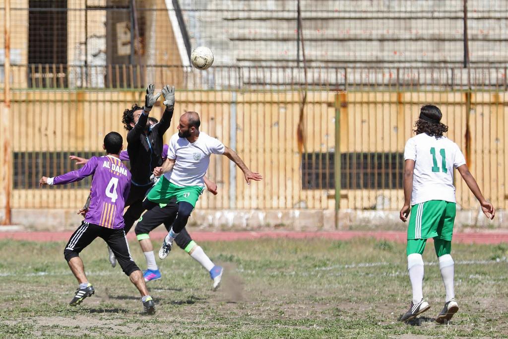 シリアのスタジアム、3年ぶりの再開でサッカー親善試合