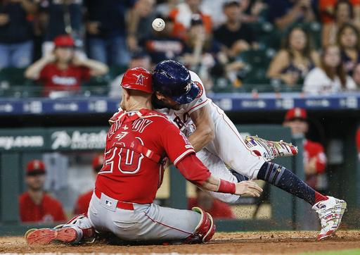 アストロズ外野手に2試合の出場停止、本塁でエンゼルス捕手に激突