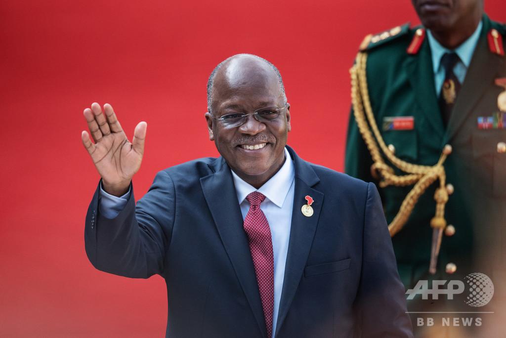 神に祈れ、仕事を続けろ!異端のコロナ対応みせるタンザニア大統領