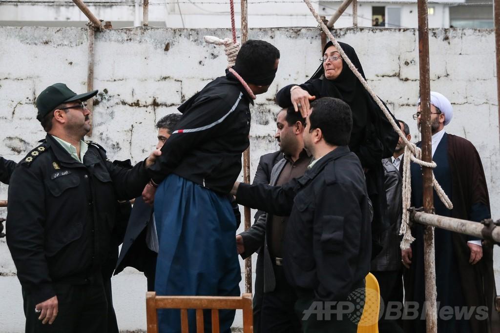 息子を殺された母親、執行直前の死刑囚を免罪 イラン