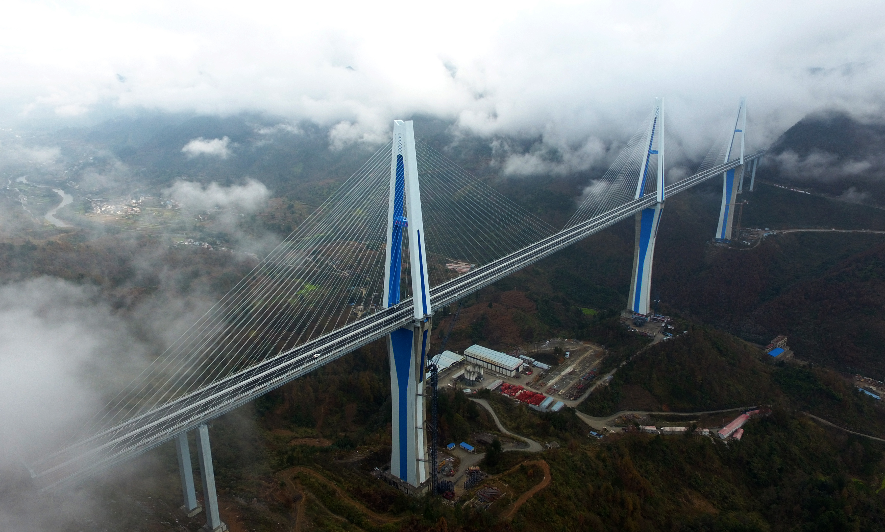 中国・貴州省の平塘特大橋が正式開通、全長2135m
