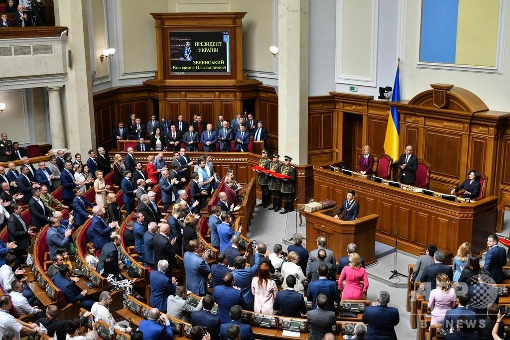 コメディー俳優のゼレンスキー氏、ウクライナ大統領に就任