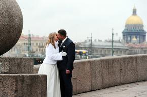 買春した者は「売春婦と結婚」、ロシア議員が法案提出
