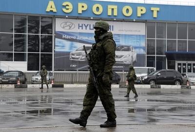 クリミアの空港、全便運航中止 モスクワ発着便除き
