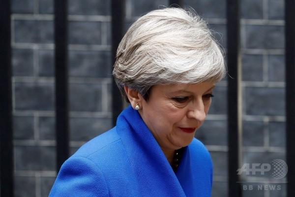 メイ英首相、女王に謁見へ 新政権樹立の許可求める意向