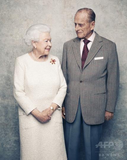 エリザベス女王夫妻が「プラチナ婚」、結婚式挙げた寺院に鐘の音響く