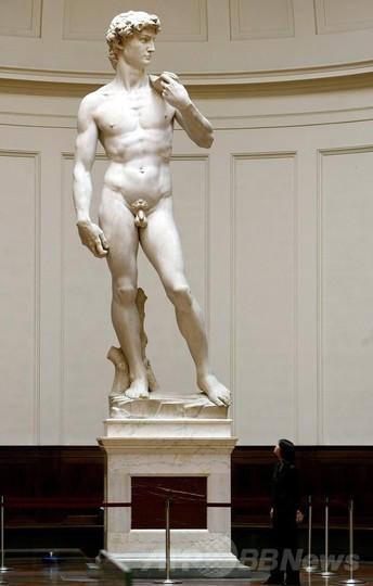ダビデ像に倒壊の危機か、美術館...