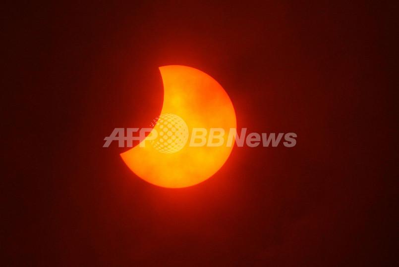 シベリアでも皆既日食、「日食おっかけ組」ら大移動