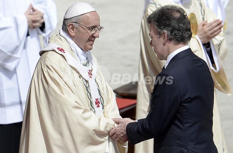ローマ法王、約800人を聖人に 中絶反対を明言
