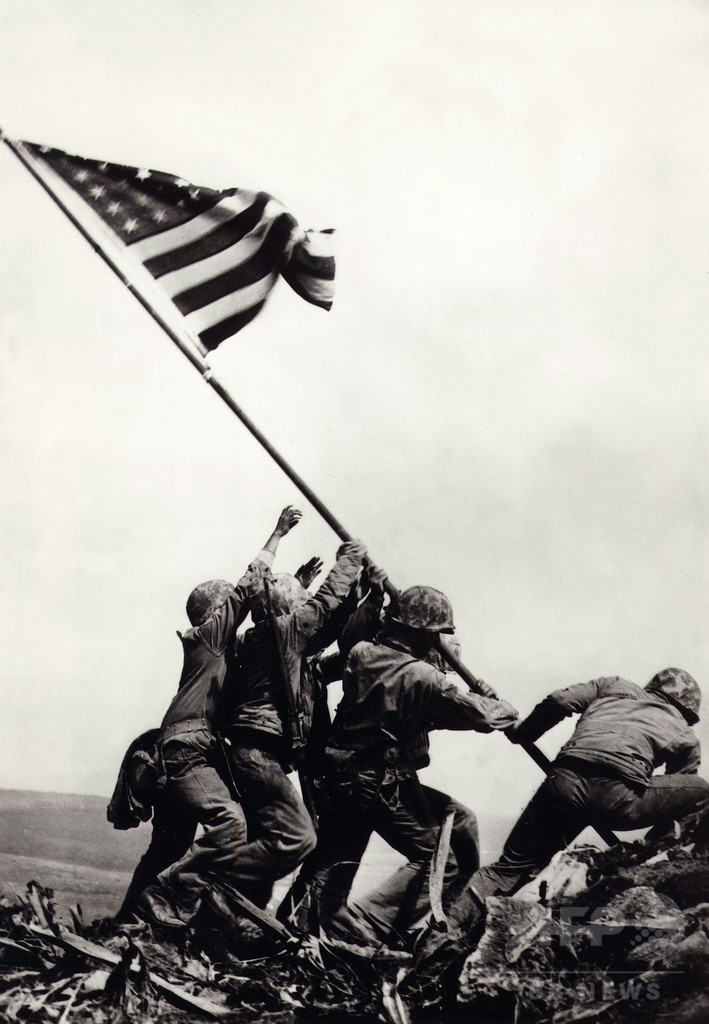 「硫黄島の星条旗」、写真の1人は人違い 米海兵隊が認める