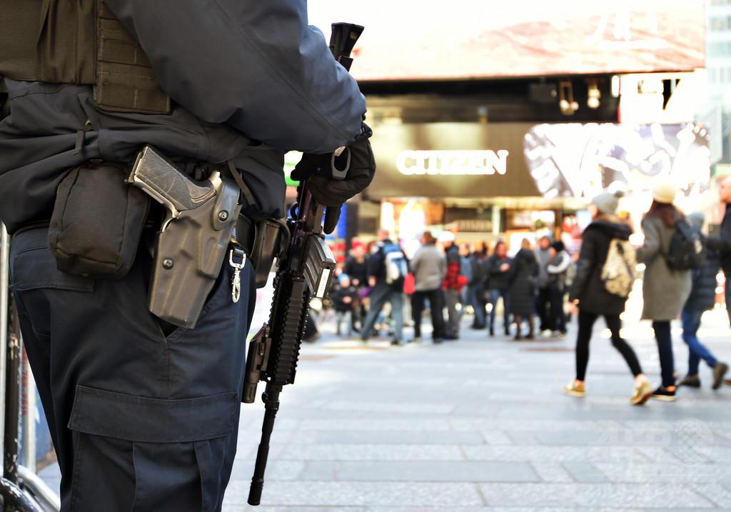 筒状の物体を銃と誤認、米NYで警官が男性射殺
