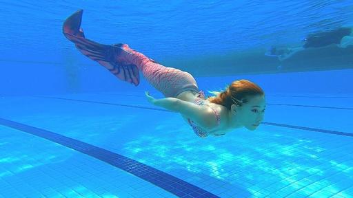 動画:あなたも人魚姫になれる! マレーシアで人気のスイミングスクール