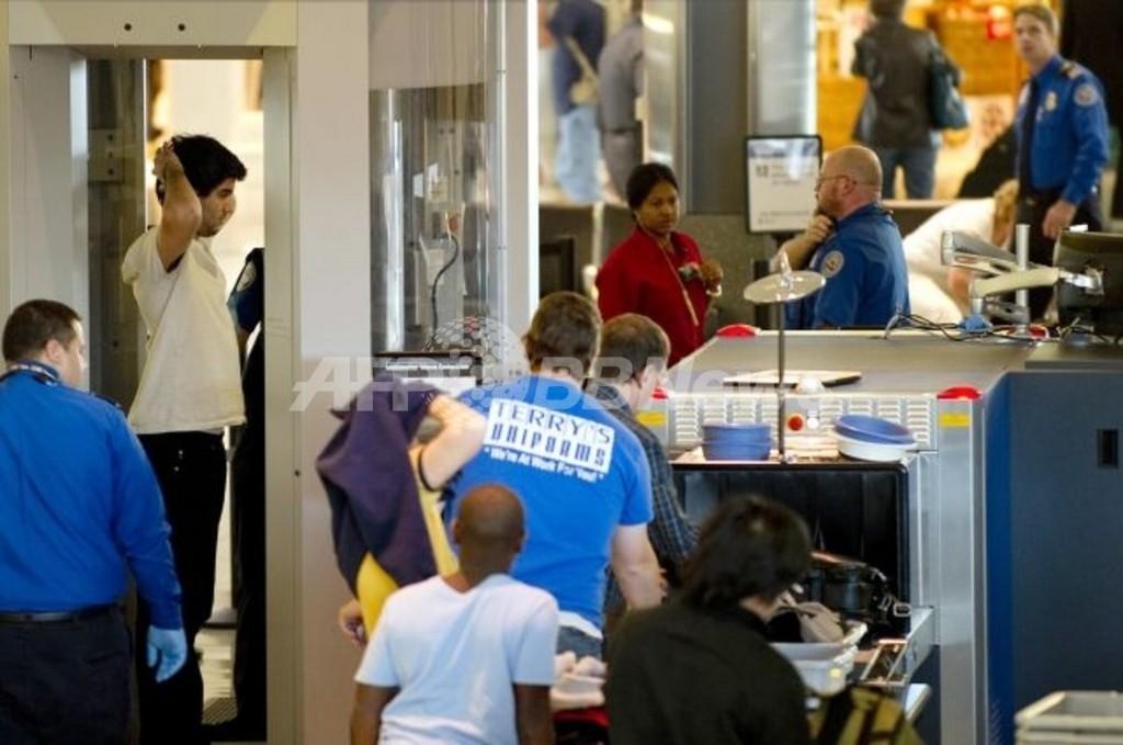 裸同然の画像表示する全身スキャナー、米空港から撤去へ