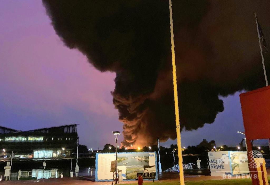 仏化学工場火災、健康上のリスク否定できず 保健相