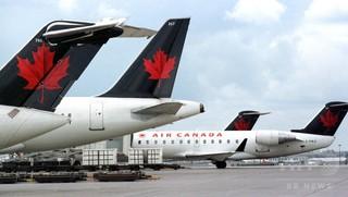 カナダ政府、航空会社による乗客の強制降機禁止へ 法案提出