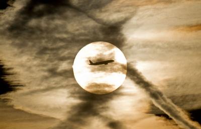 旅客機の揺れは今後激しくなる、温暖化の影響 英研究