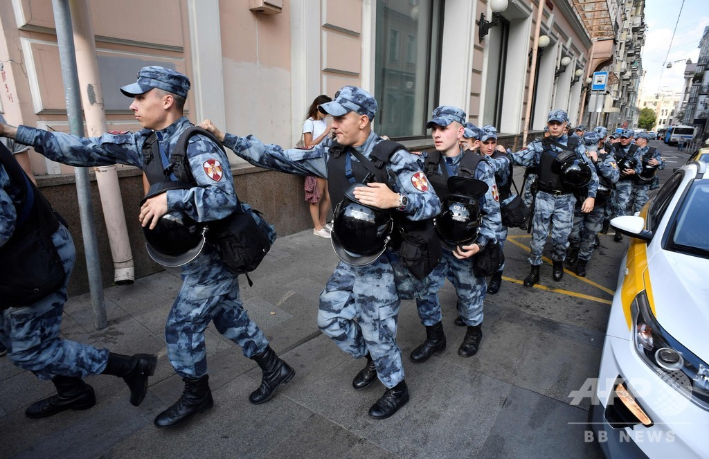 モスクワで野党支持の市民が大規模デモ、無認可でも強行 ロシア