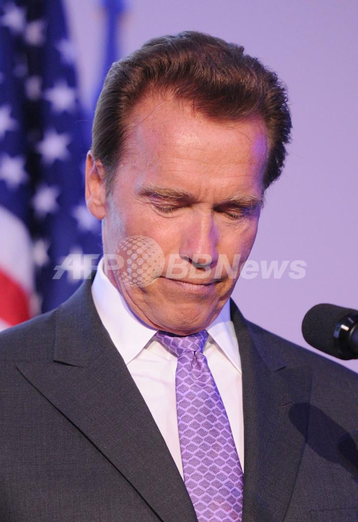 シュワ前知事、離婚の原因は隠し子 ロサンゼルス・タイムズ紙