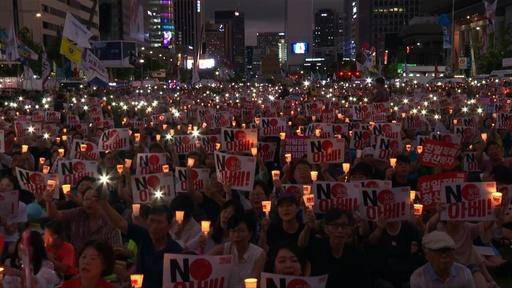 動画:韓国で日本統治からの解放記念日祝うろうそく集会「ノー・安倍」も