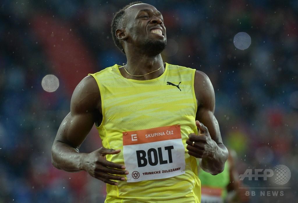 ボルト、雨と寒さに負けず200メートルを制す