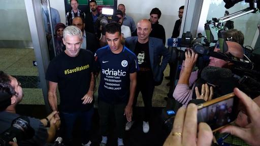 動画:タイで拘束の難民サッカー選手、無事オーストラリアに帰国
