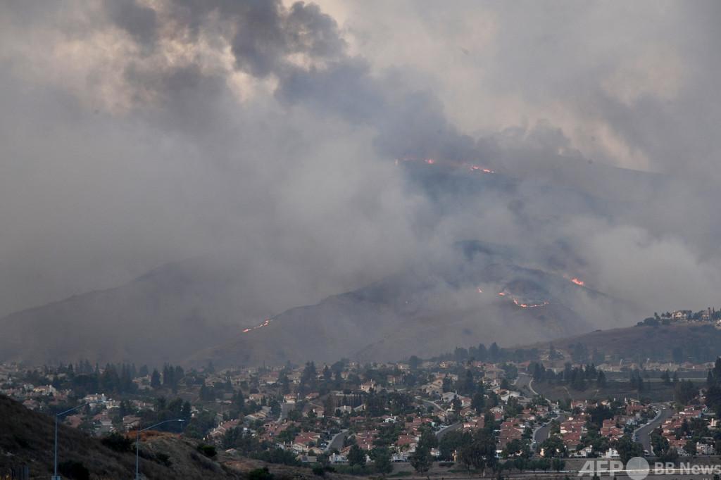 米カリフォルニア州で山火事、LA周辺で6万人避難