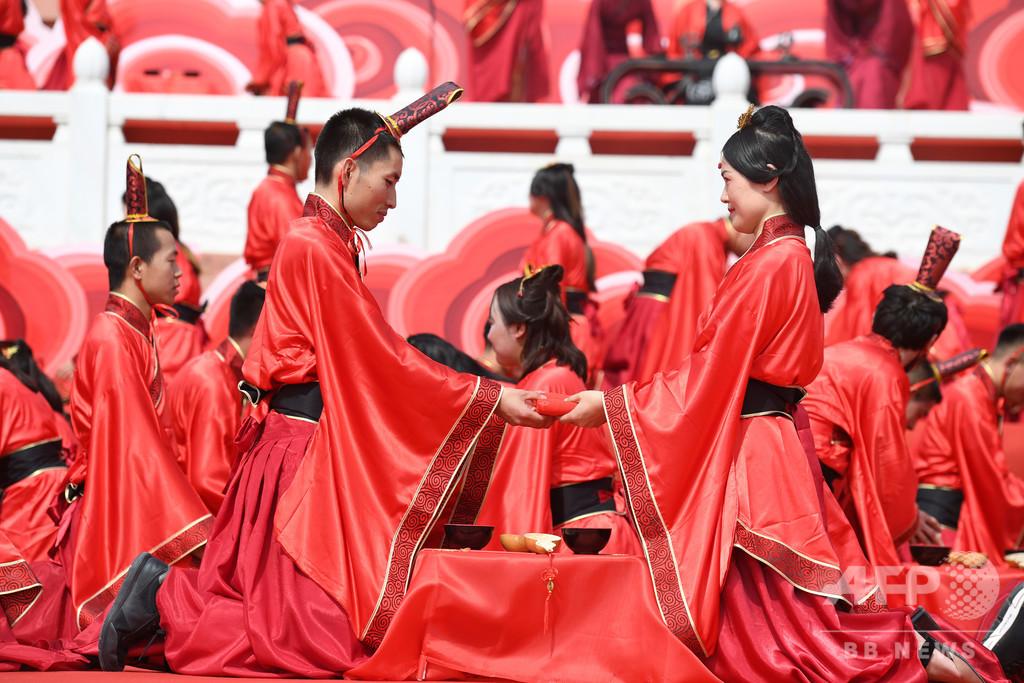 70組の新郎新婦が中国伝統の結婚式 蘭州