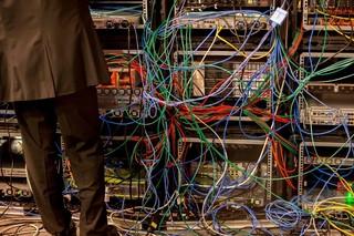 「偽ニュース」がビジネスモデルに? ネットセキュリティー報告