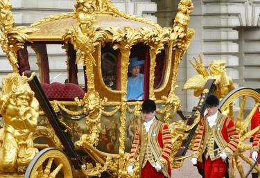 【英王室】英女王、金の馬車の乗り心地は「ひどい」と告白 異例の番組出演で ->画像>10枚