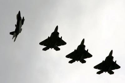 ステルス戦闘機「F-22A」が嘉手納に到着、米国外の配備は初めて - 沖縄