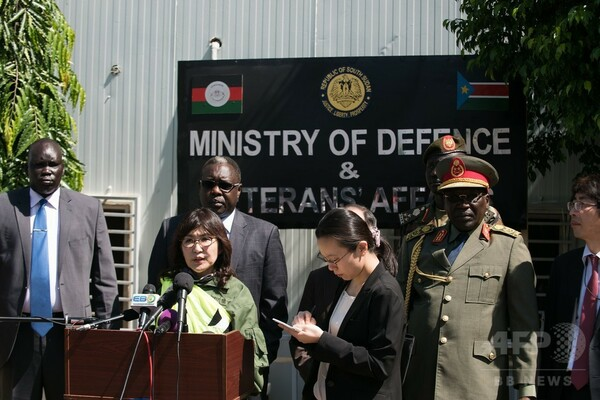 稲田防衛相、南スーダン派遣施設隊を視察