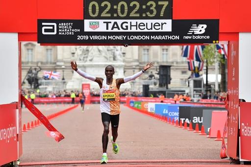キプチョゲが最多4度目V、世界歴代2位の貫禄の走り ロンドン・マラソン