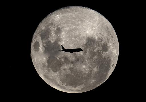 【写真特集】世界各地の夜空を照らす満月、AFP収蔵写真から厳選
