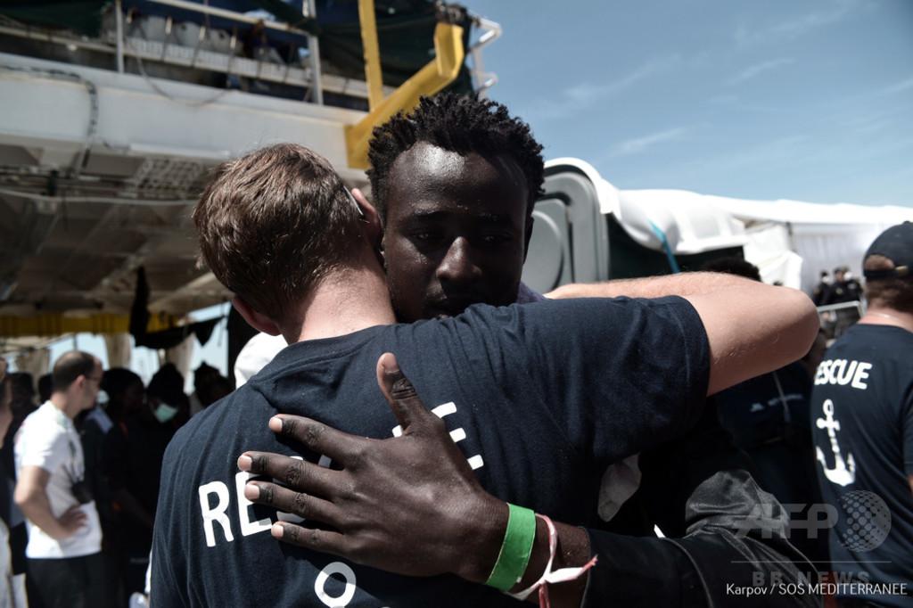 イタリアが受け入れ拒否の移民を乗せた船、スペイン到着